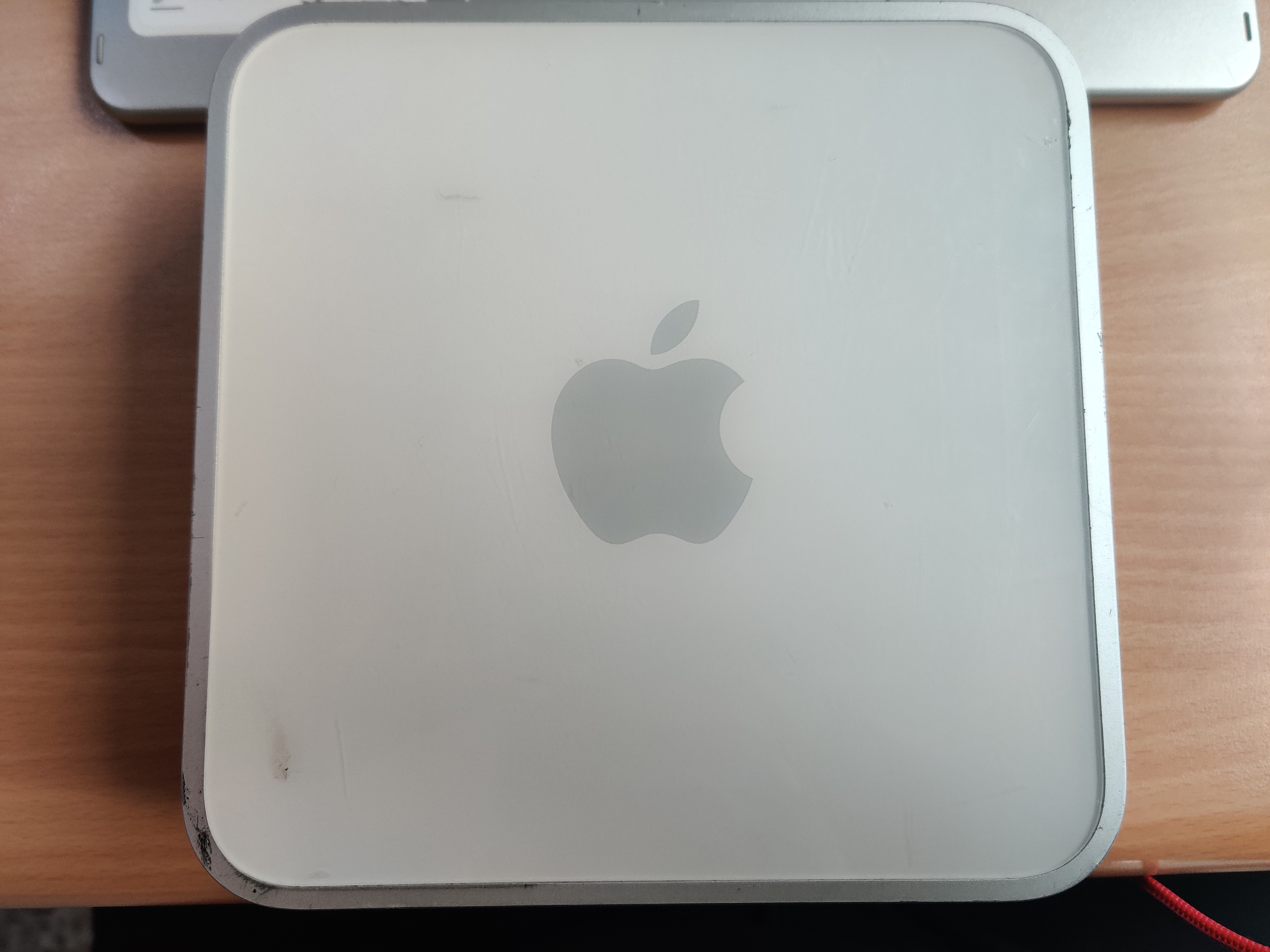 Top panel /w Apple logo